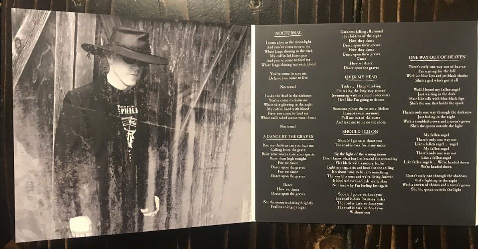 Foto del digipack de A Funeral For The Sun, por Sonsmobre (Post Gothic Records)